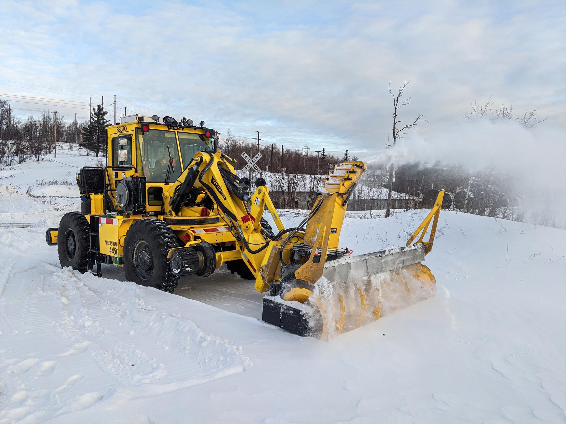 Pettibone SpeedSwing 445F snowblower